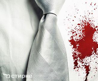 Как бороться с пятнами крови на белых и цветных вещах