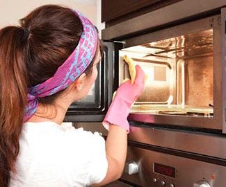 Народные и безопасные средства против жира в микроволновой печи