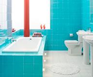 Оформление ванной комнаты плиткой и мебелью