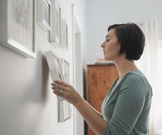 Как украсить интерьер картинами, без единой дырки в стене
